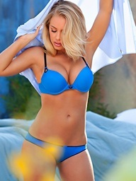 Nicole Aniston pops her a-hole out of blue..