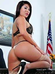 London Keyes receives very wicked and shows..