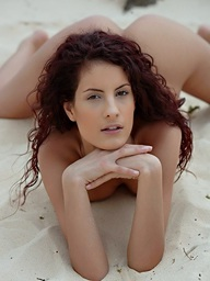 Curly redhead Leanna posing undressed on..