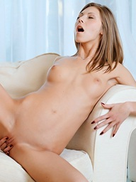 Anjelica receives undressed and pleases her..